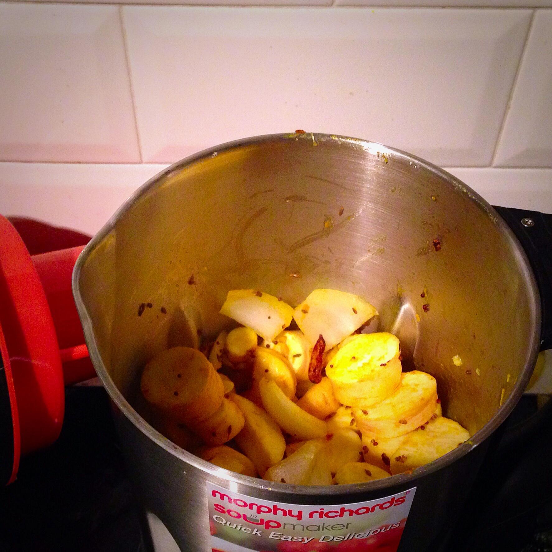 Recipe: Spicy Parsnip Soup | Foodie Explorers