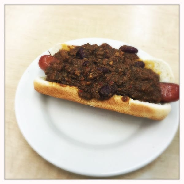 Katzs_deli_NY_.chilli_dog