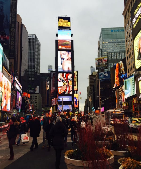 Ten things not to do in new york foodie explorers for Things to do in times square nyc