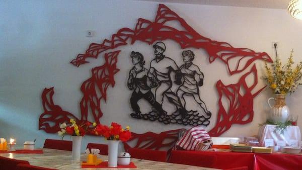 Volkskammer_ostel_berlin_.mural