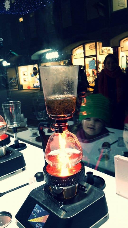 Eteaket Edinburgh - siphon with tea