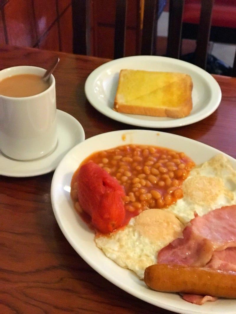 Sherlock Benedict Cumberbatch Martin freeman speedy's Cafe Euston breakfast
