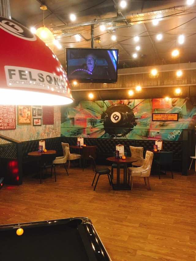 Felson's Glasgow cocktail lounge and pool bar