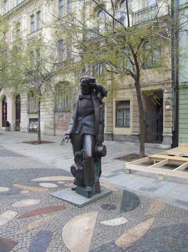 hans christian anderso statue bratislava