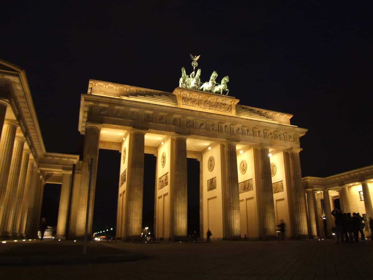 brandenburg gate night foodie explorers