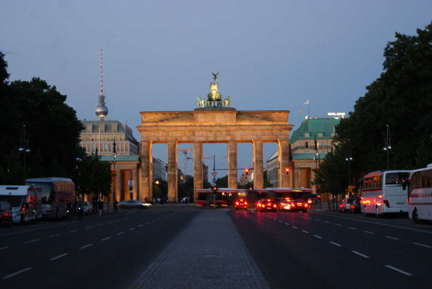 brandeburg gate from West Berlin