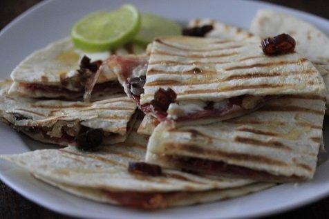 Zoete quesedillas met geitenkaas en serranoham recept van foodblog Foodinista