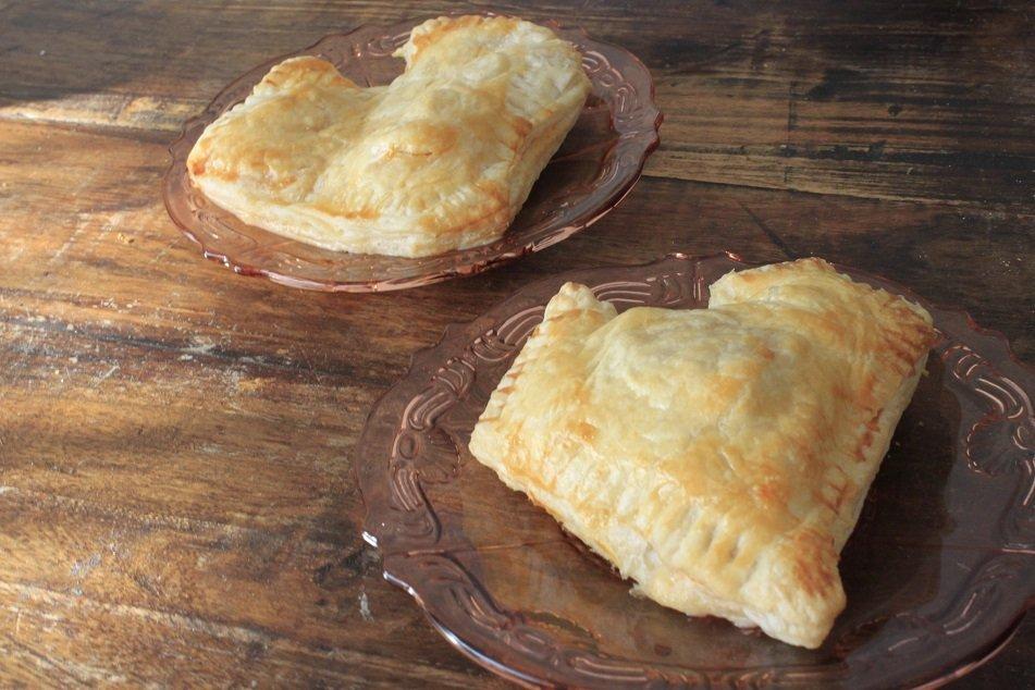hartig Valentijnsbroodje met mozzarella en tomaat valentijnsrecept
