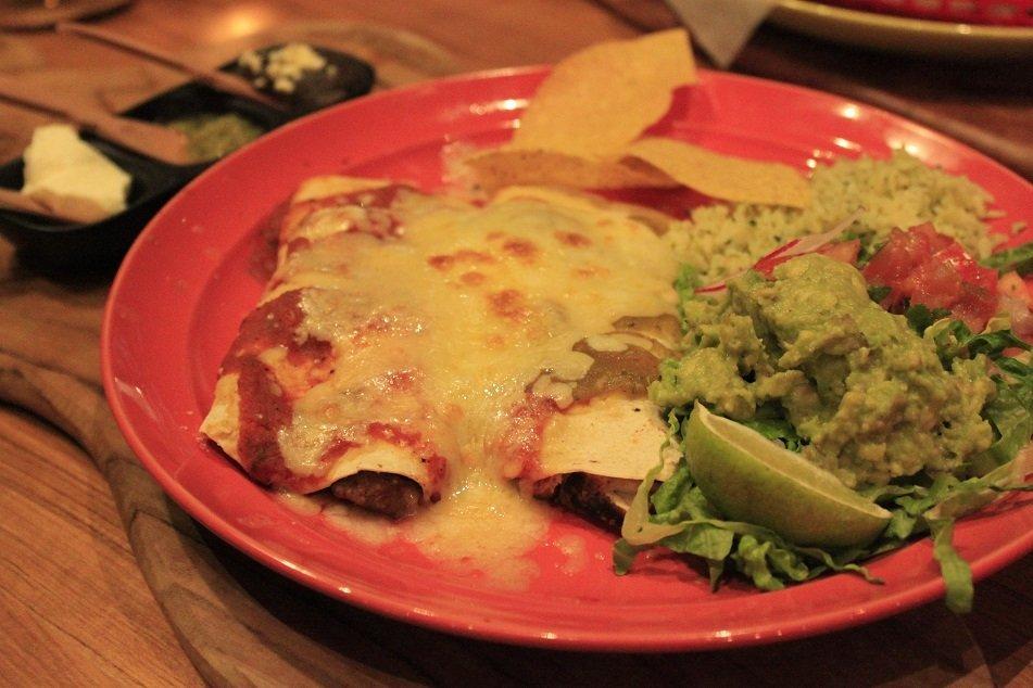 Cheesy enchilades lekker mexicaans eten in Haarlem bij cantina 023