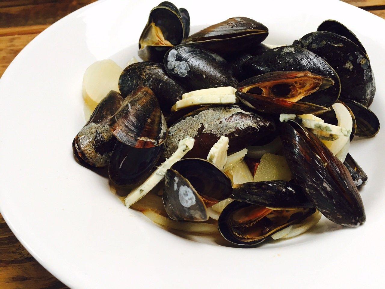 Mosselen met chorizo en peer blauwe kaas witte wijn recept foodinista foodblog