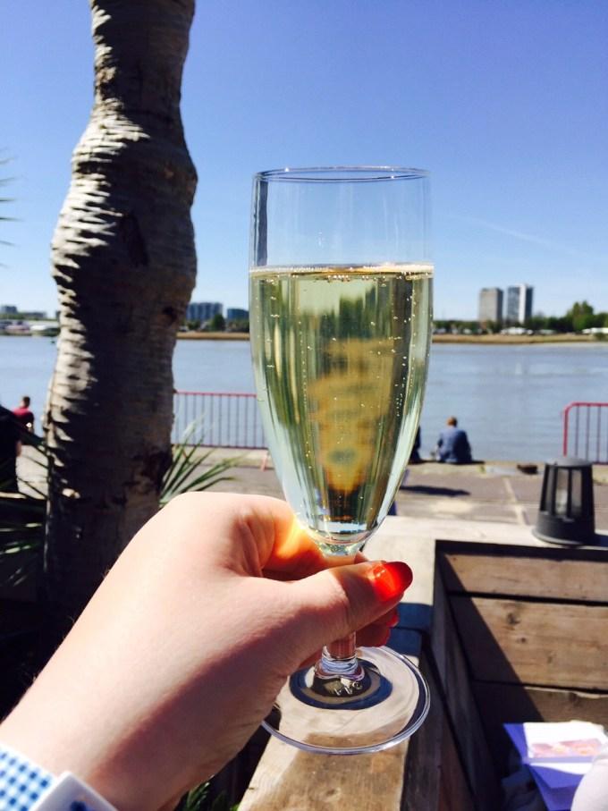 Proosten op Antwerpen proeft en beginnen met Cava mei 2016