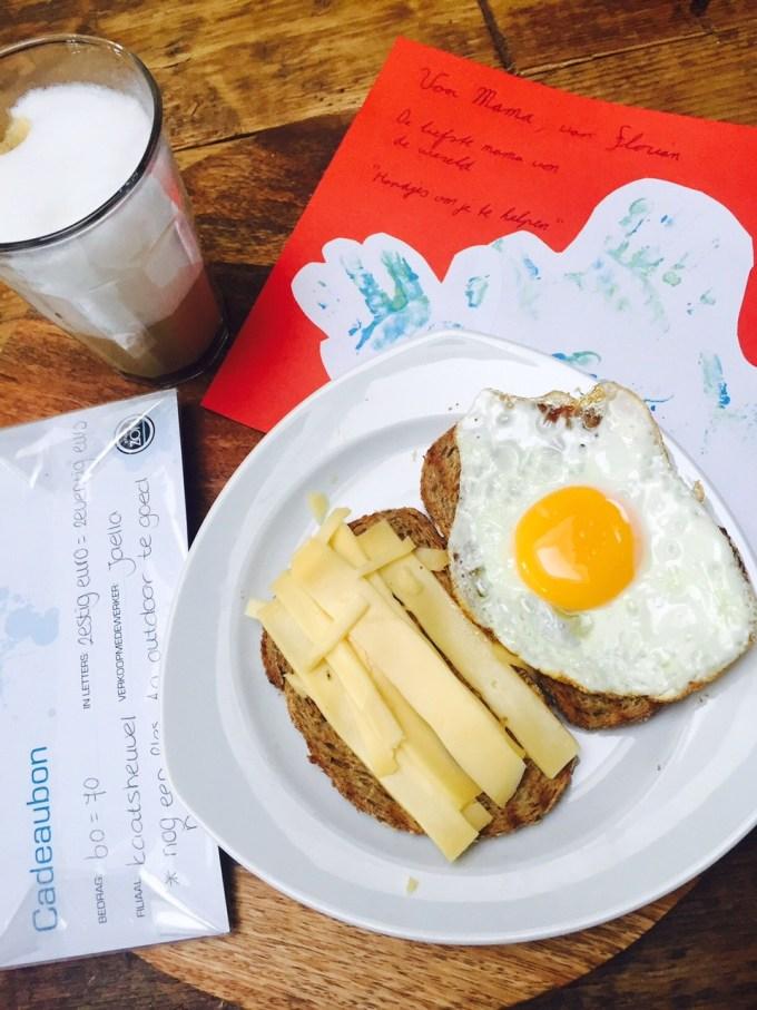 Moederdag ontbijtje en cadeautje
