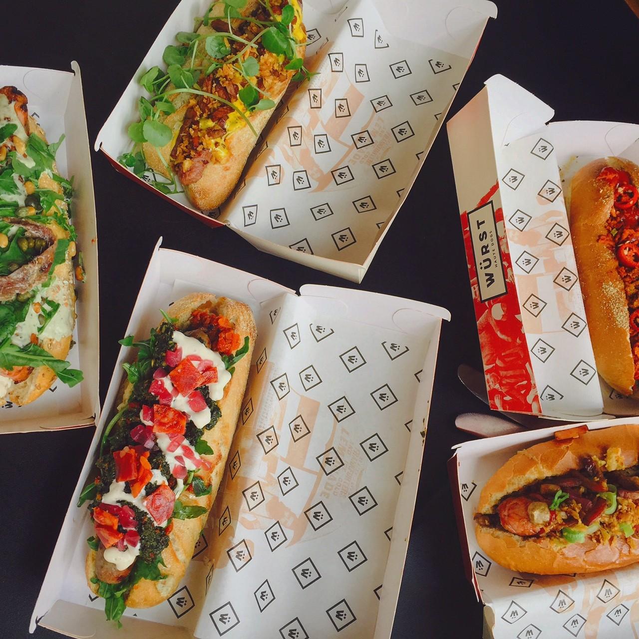 Simpel en stijlvol lunchen haute hotdogs Wurst