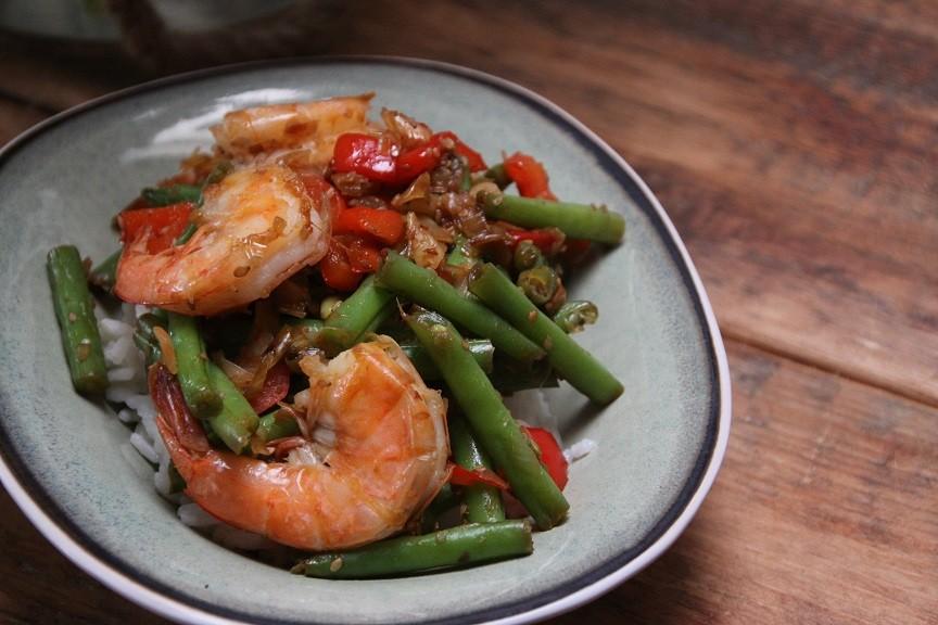 Gewokte garnalen met sperziebonen en prei recept van foodblog Foodinista
