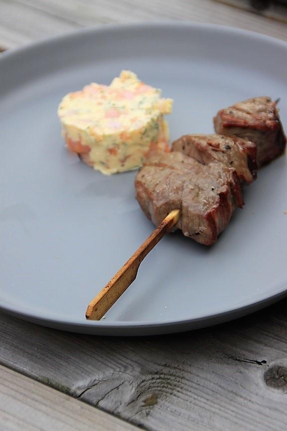 winterbarbecue recepten Biefstukspiesen met garnalenboter recept van Foodblog Foodinista