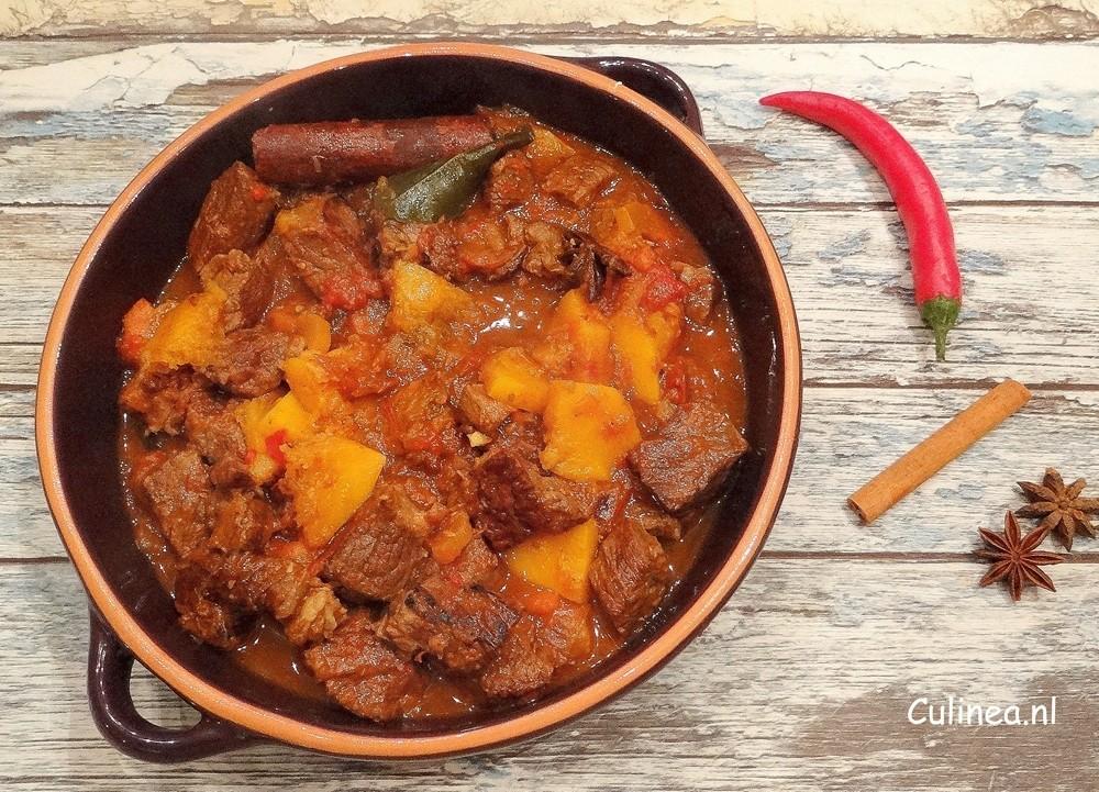 Kruidige runderstoof met pompoen van Culinea op Foodblog Foodinista