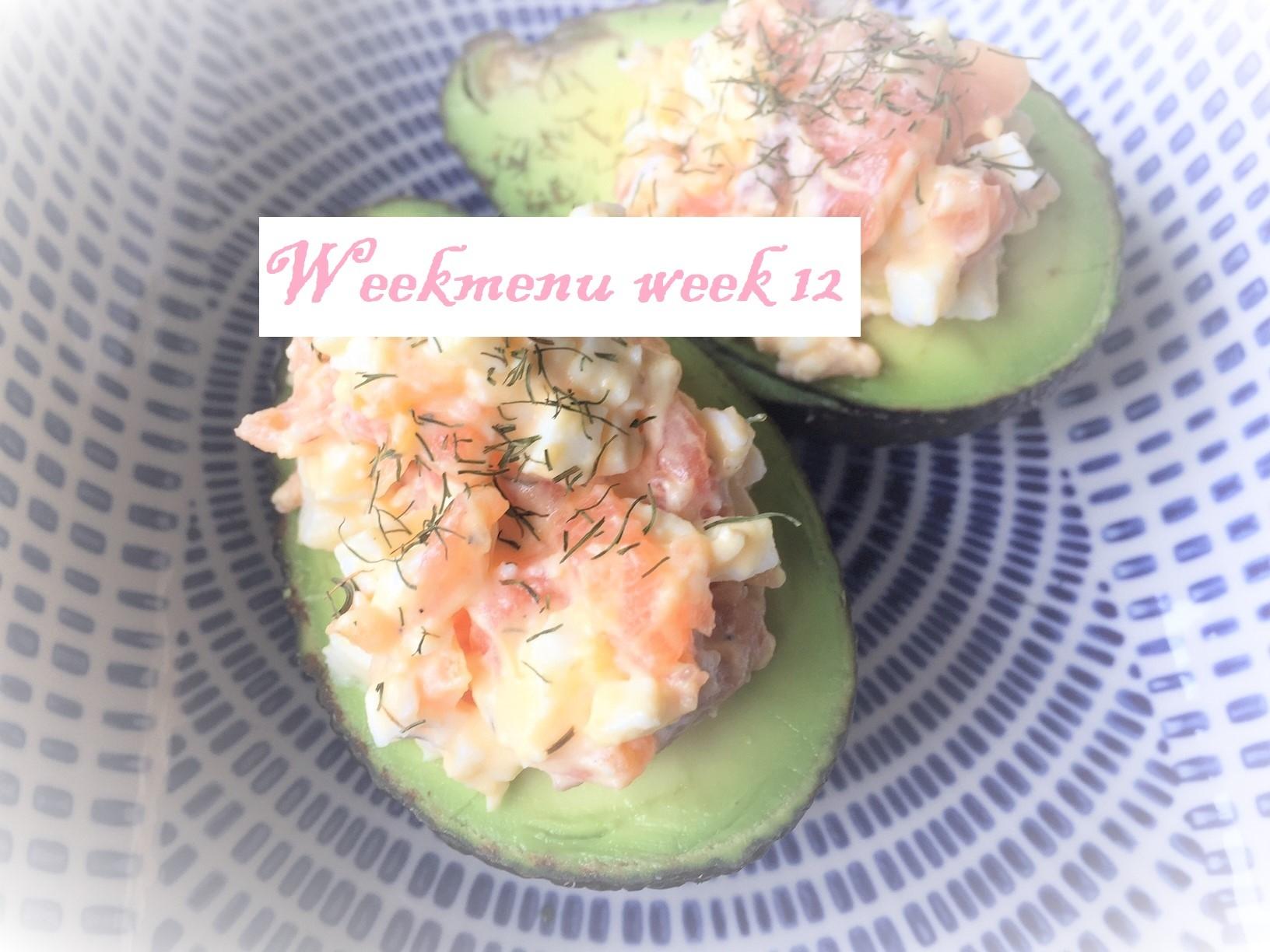 Gevarieerd en makkelijk weekmenu week 13 met gevulde avocado met eiersalade met zalm recept van foodblog Foodinista