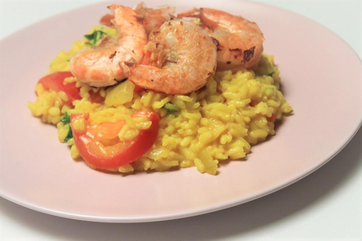 Saffraanorzo met scampig en tomaatjes recept foodblog Foodinista
