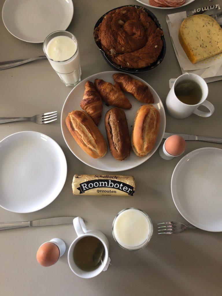 Ontbijten in de caravan met Zeeuwse lekkernijen