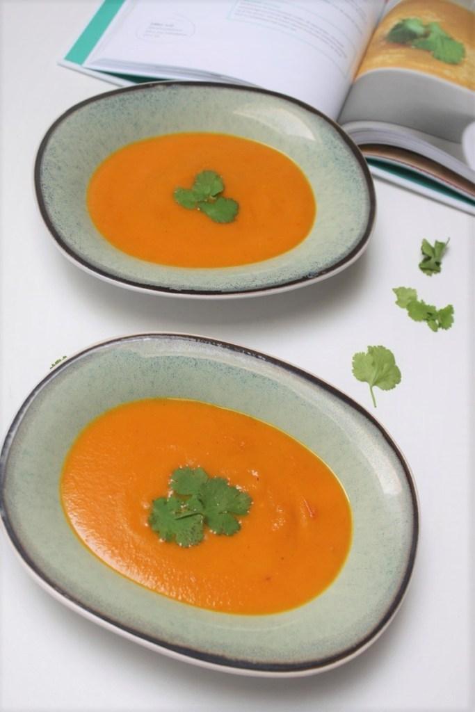 Wortelsoep met curry en kokos van Gezond Fastfood van Nora French kookboek review op Foodblog Foodinista