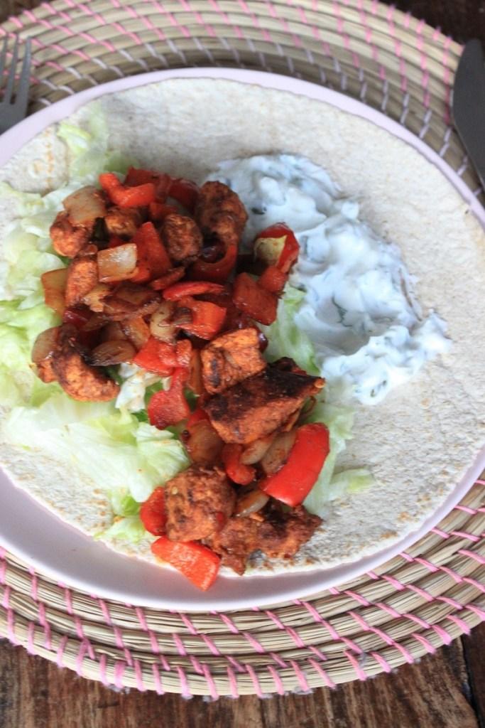 Wrap kip dürum recept met knoflookyoghurtsaus van Foodblog Foodinista
