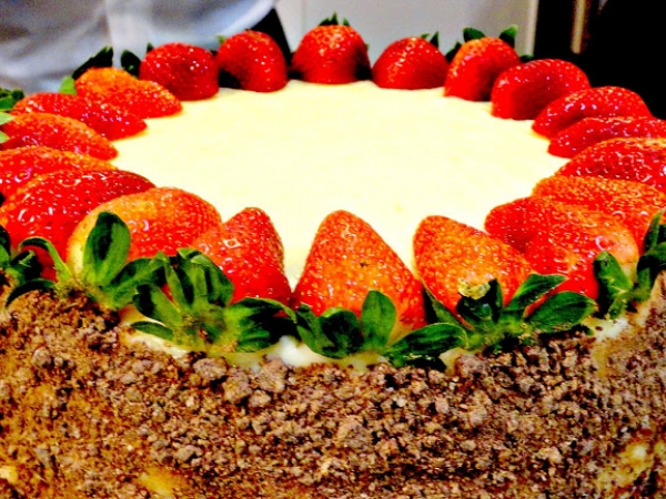 Yellow Cake with Vanilla Buttercream Icing, Chocolate Crumble Cream Filling and Strawberries