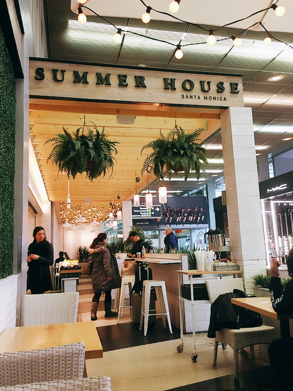 It Was A Nice Little Oasis In The Busy Chicago Airport. I Think They Did  Great Job At The Design, It Certainly Transported Me To A Cute Summer House,  ...