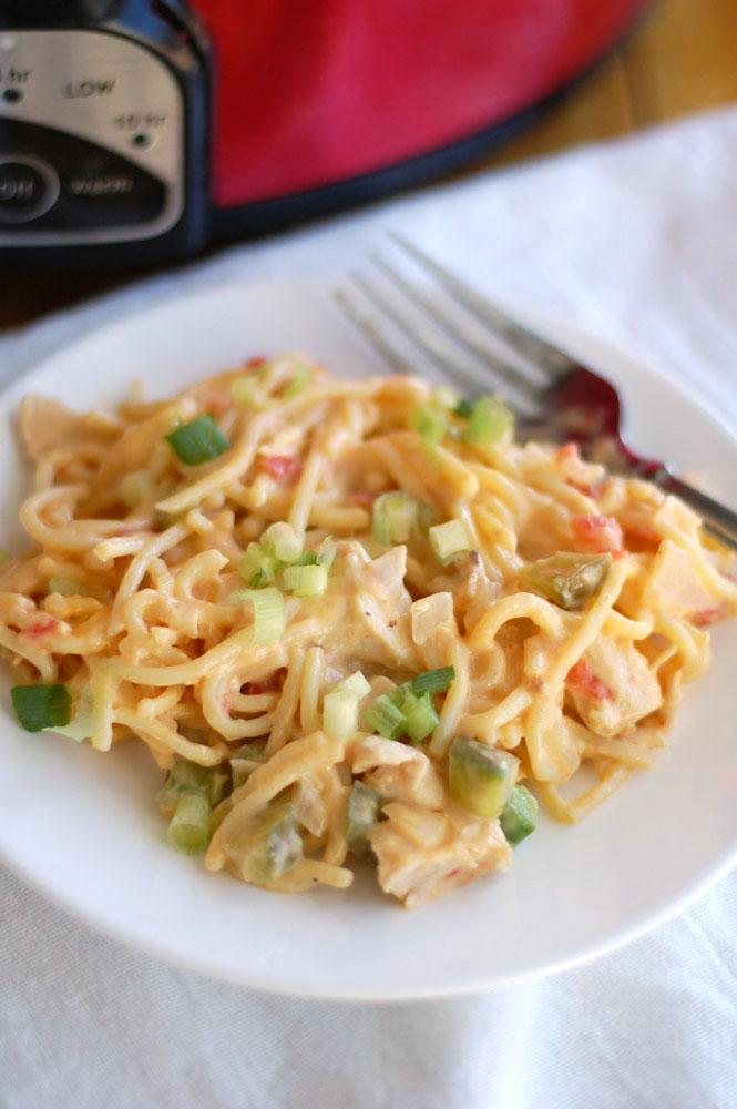 The best crockpot chicken cheesy spaghetti
