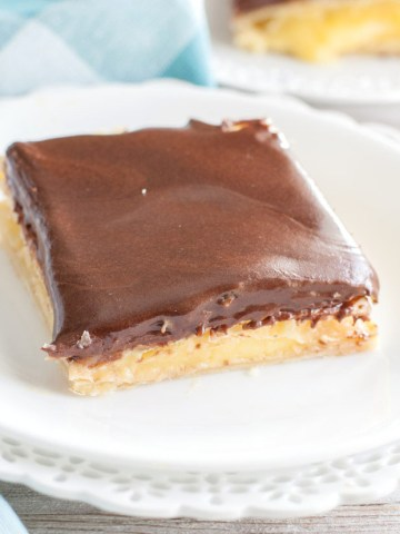 Piece of eclair cake on a plate .