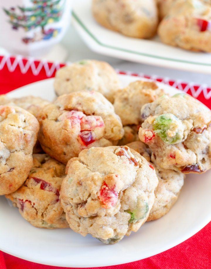 Bir tabakta kurabiyeler