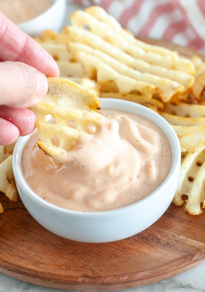 Waffle fry with sauce.