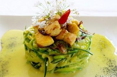 Spaghetti di zucchine alla carbonara con dadolata di pollo