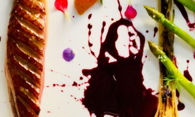 Petto d'anatra mulard, marmellatadi Kumquat, cipollotto  Nocerino,asparagi croccanti e riduzione al sangue di giuda earancia by Raffaele dell'Aria