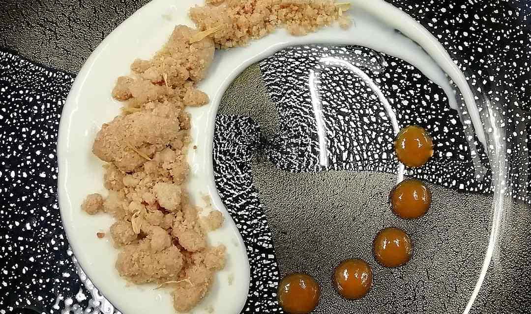 Zuppetta di yogurt e cioccolato bianco, crumble alle mandorle, gel di Passito di Pantelleria By Monica Travini