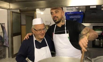 Chef Rubio incontra lo Chef dei poveri 90enne: sfama 300 persone al giorno