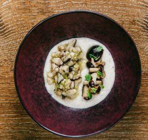 Polenta di farina di riso con ragù bianco di coniglio e funghi