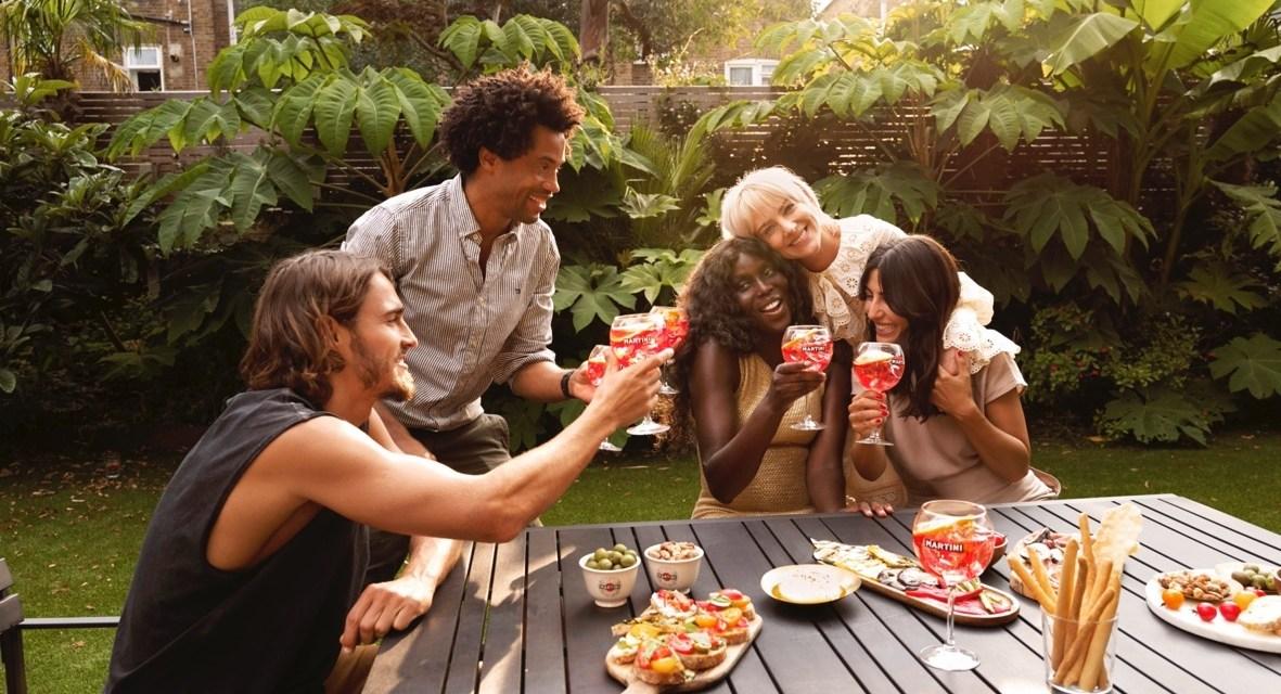 MARTINI® lancia il contest digitale #MARTINIMOMENTS per celebrare l'amicizia
