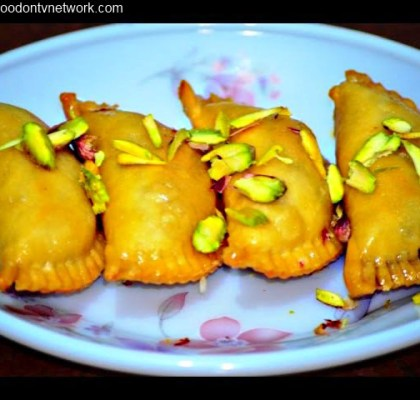 Gujiya Recipe. North Indian Sweet Recipe. Indian Sweet Recipe. How to Make Gujiya. How to Cook Gujiya.