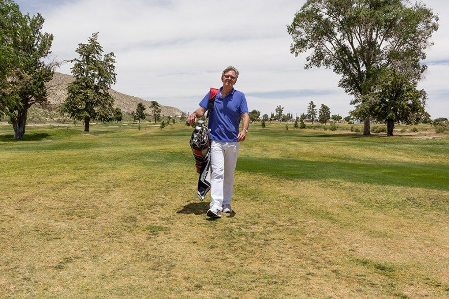 "David Jackson plays golf for an ""Earn What You Eat"" segment on Food Over 50"