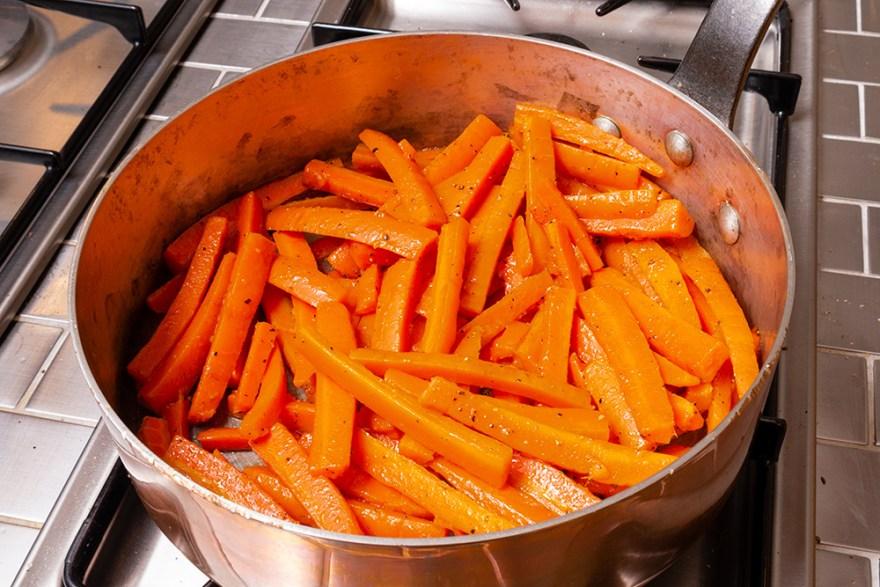 Sautéed carrots for Poulet Jardin