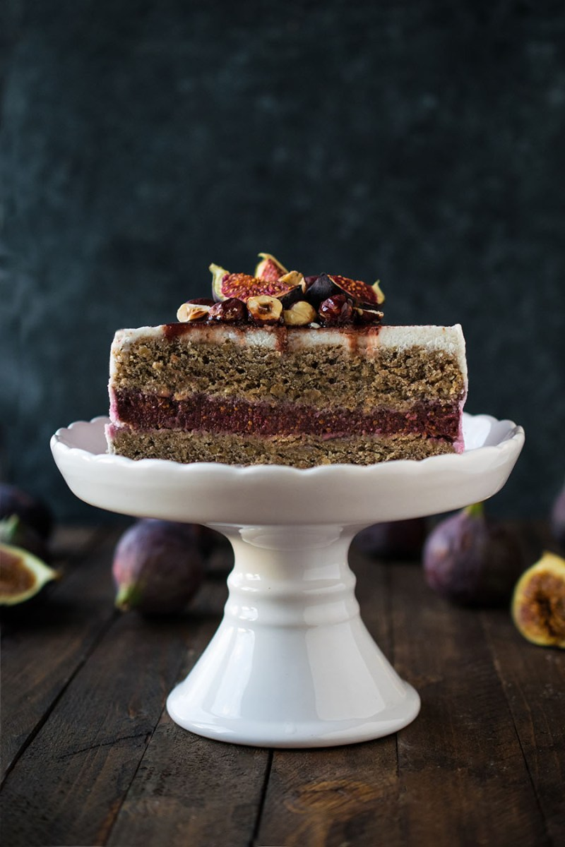 [:de]Nusstorte mit Feigen Füllung[:en]Nut cake with fig filling[:]