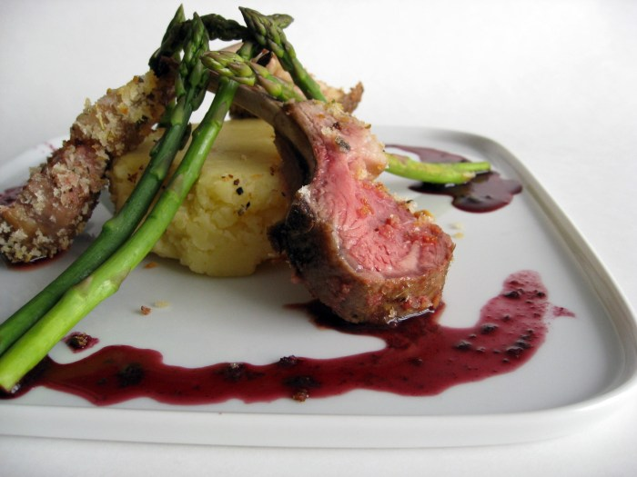 rack of lamb with asparagus and red wine reduction