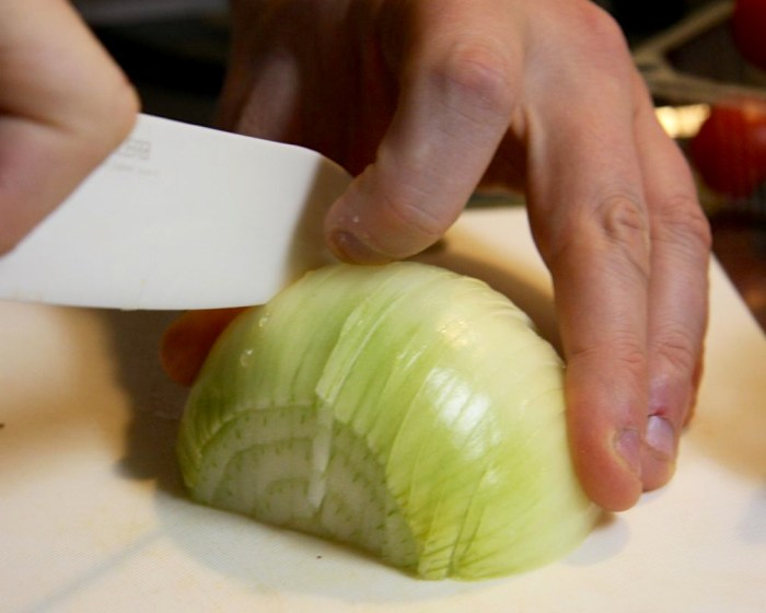 Why Do My Hands Smell Like Onions? - Food Republic