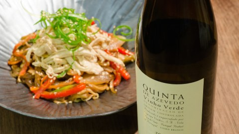 New York Chef Esther Choi pairs Vinho Verde's Quinta da Azevedo Branco with her japchae. (Photo: Jenny Adams.)