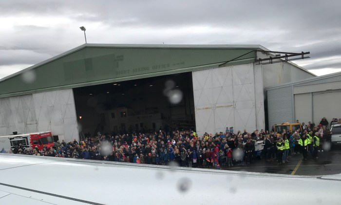 iceland_crowd