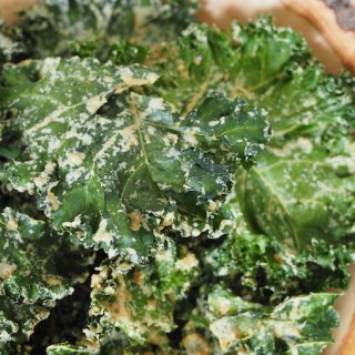 Easy Tahini Garlic Kale Chips