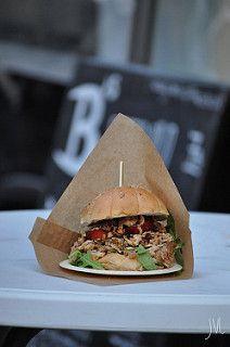 foodtruck met burgers grill hamburgers