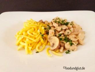Kalbsgeschnetzeltes Zürcher Art mit Kalbfleisch, Weißwein, Sahne und braunen Champignons