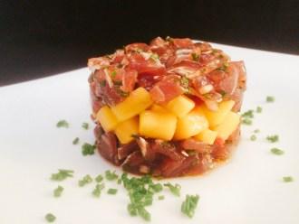 Thunfisch-Mango-Tatar mit Chili und Schnittlauch