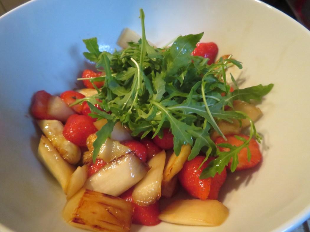 Erdbeer-Spargel-Salat mit Riesengarnelen